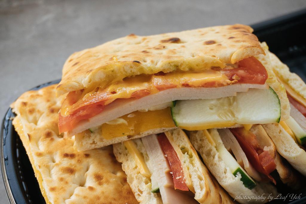 即時熱門文章:【好市多Costco】青醬雞肉起司三明治│輕食早餐很方便,烤過就很好吃! 青醬起司三明治、好市多早餐輕食