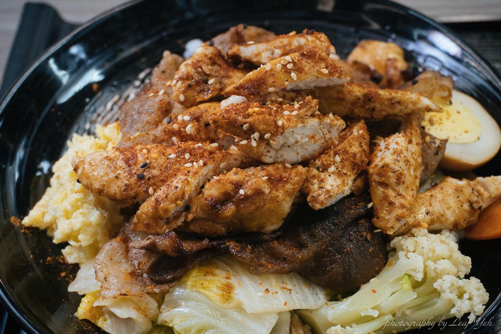 即時熱門文章:【西湖市場美食】玖柒烤肉飯│肉量爆棚!平價烤肉給你蛋白質滿點! 內湖烤肉飯、內湖便當