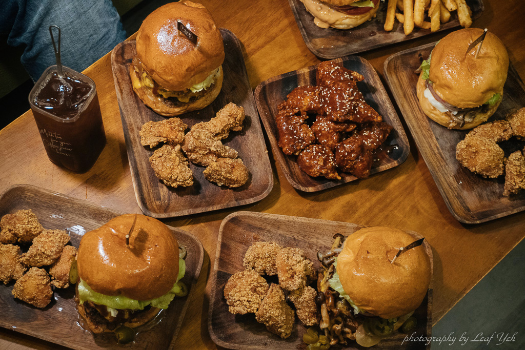 網站近期文章:【忠孝新生美食】TakeOut Burger&Cafe 忠孝新生店│貓咪陪吃美式漢堡專門店,加價加點超豐盛! 忠孝新生美式餐廳、台北美式餐廳